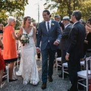 Si vous souhaitez être aussi détendus que ces mariés lors de votre mariage, confiez l'organisation de celui-ci à Homemade for Love.