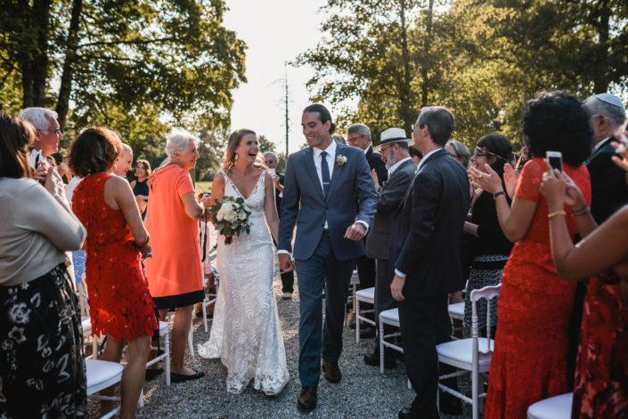 mariés heureux, just married, mariage franco-américain au château de Courtomer en Normandie