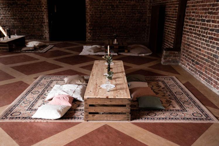 coin cosy, tapis vintage, coussins, décoration de table