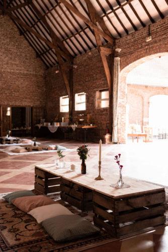 coin cosy, mariage boho folk, joli jour dans le Nord-Pas-de-Calais, tapis anciens