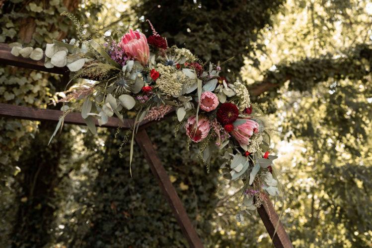cérémonie laïque, cérémonie d'engagement, eucalyptus, protea, mariage Hauts-de-France