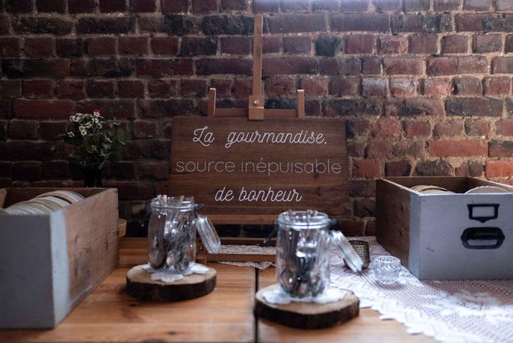 buffet de desserts, vaisselle vintage, vaisselle dépareillée, mariage bohème