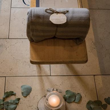 décoration cérémonie d'engagement par Homemade for Love au domaine de la Pommeraye en Normandie