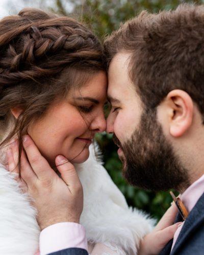 Mariés d'hiver amoureux