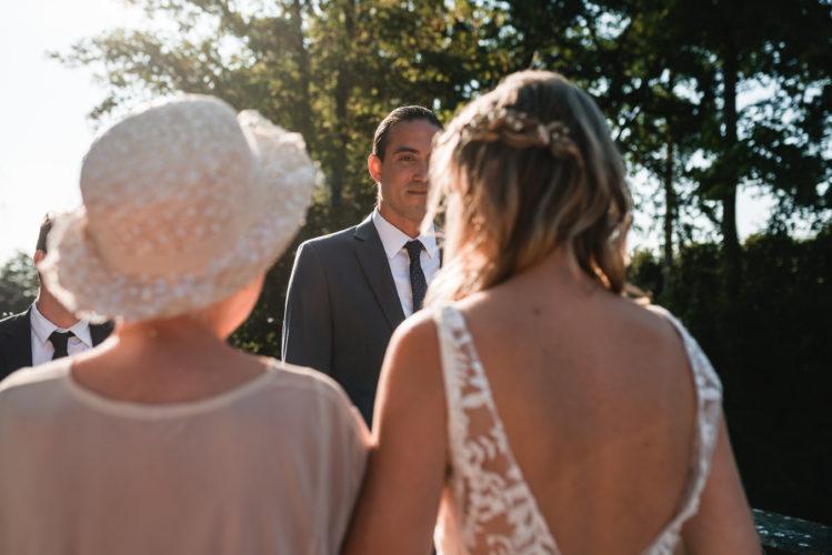 cérémonie laïque de mariage, émotions, arrivée mariée au bras de sa maman