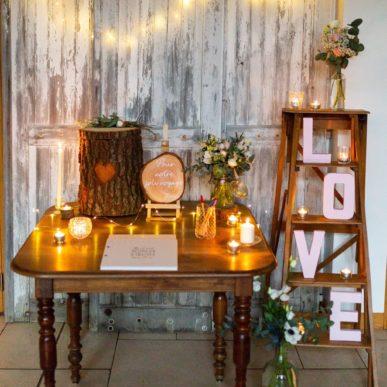 Coin urne et livre d'or par Homemade for Love pour un mariage d'hiver au domaine de la Pommeraye en Normandie